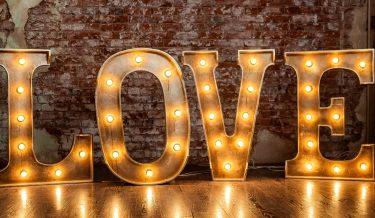 Napisy dekoracyjne LOVE, inicjały