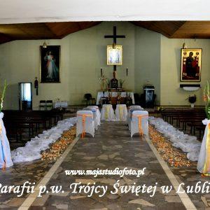 biały-materiał-woal-dekoracja-kościoła