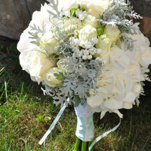 bukiet-ślubny-w-kolorze-białym