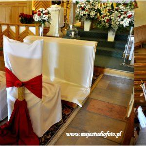 czerwony-material-do-dekoracji-krzeseł-na-ślub
