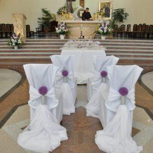 dekoracja-kościoła-alejka-ślubna-biały-dywan