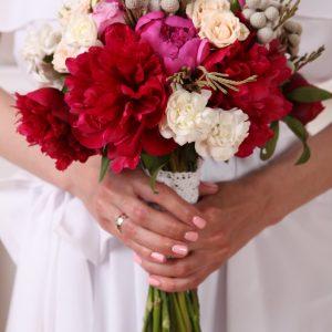 kwiaty-ślubne-wiazanka-z-czerwonych-kwiatow-slub-wesele