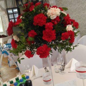 martini-dekoracje-sala-weselna-czerwony goździk