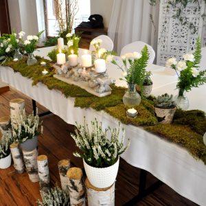 wiejskie-wesele-dekoracja-z-mchem